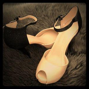 Bcbg heels nude with black sparkle